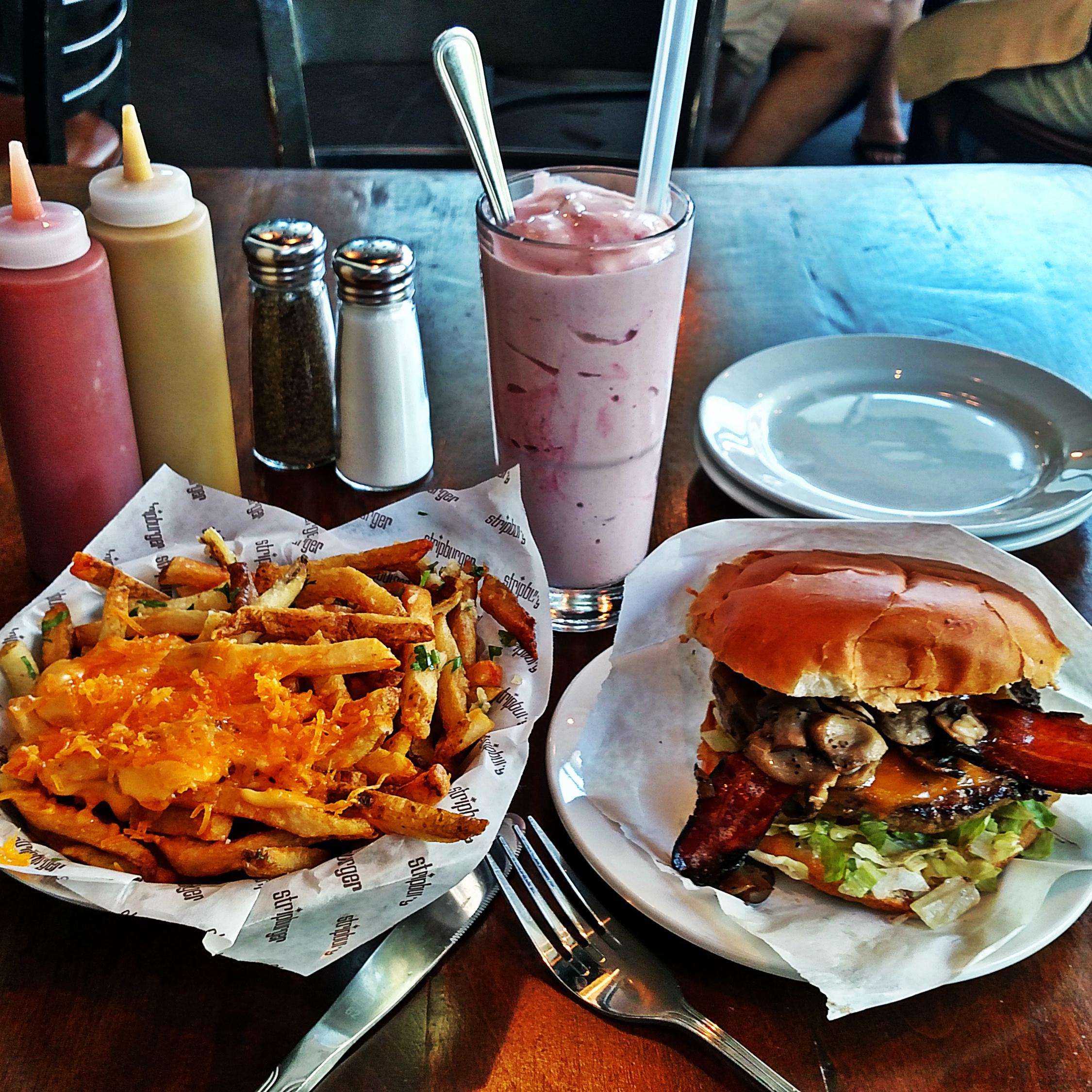 California Pizza Kitchen Marina Del Rey: Las Vegas, NV: Bacon & Cheddar Burger W